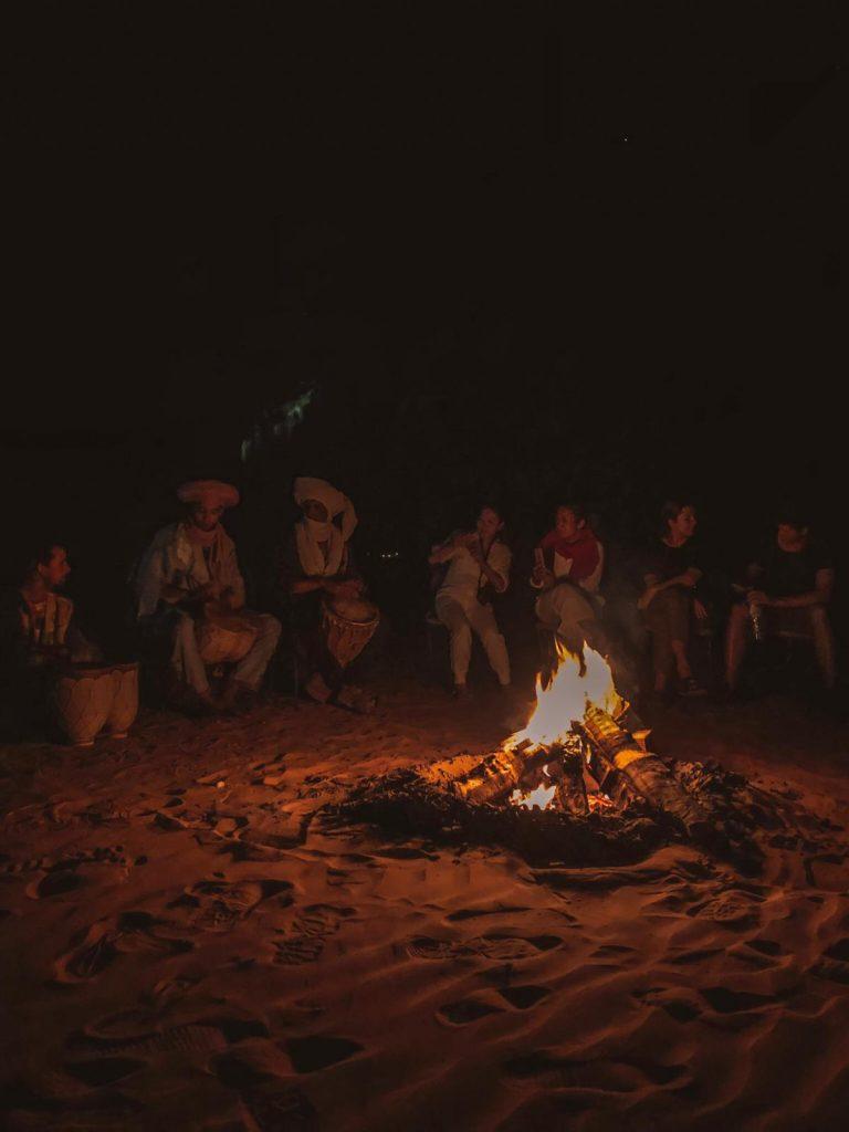 dormire nel deserto in Marocco-fuoco-berberi