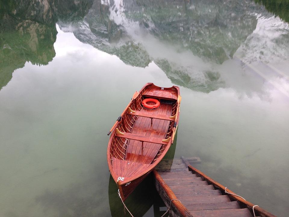 noleggiare una barca al Lago di Braies-barca