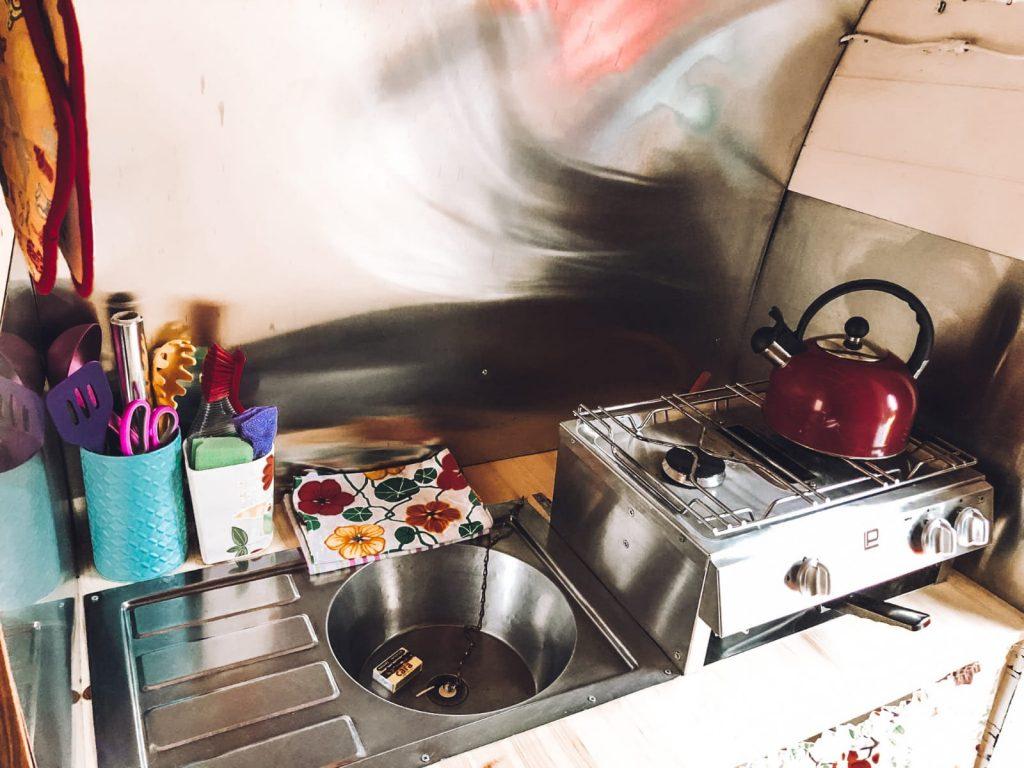dormire in un caravan-cucina