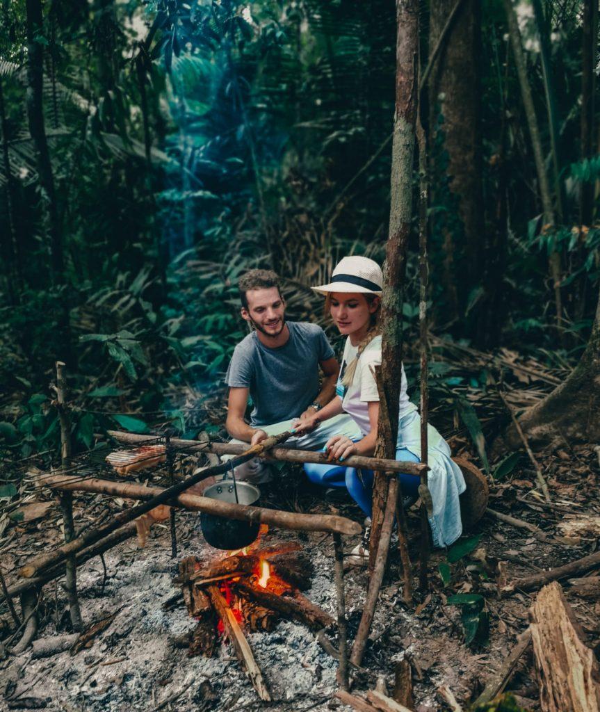 come organizzare un viaggio in Amazzonia-campfire-giungla