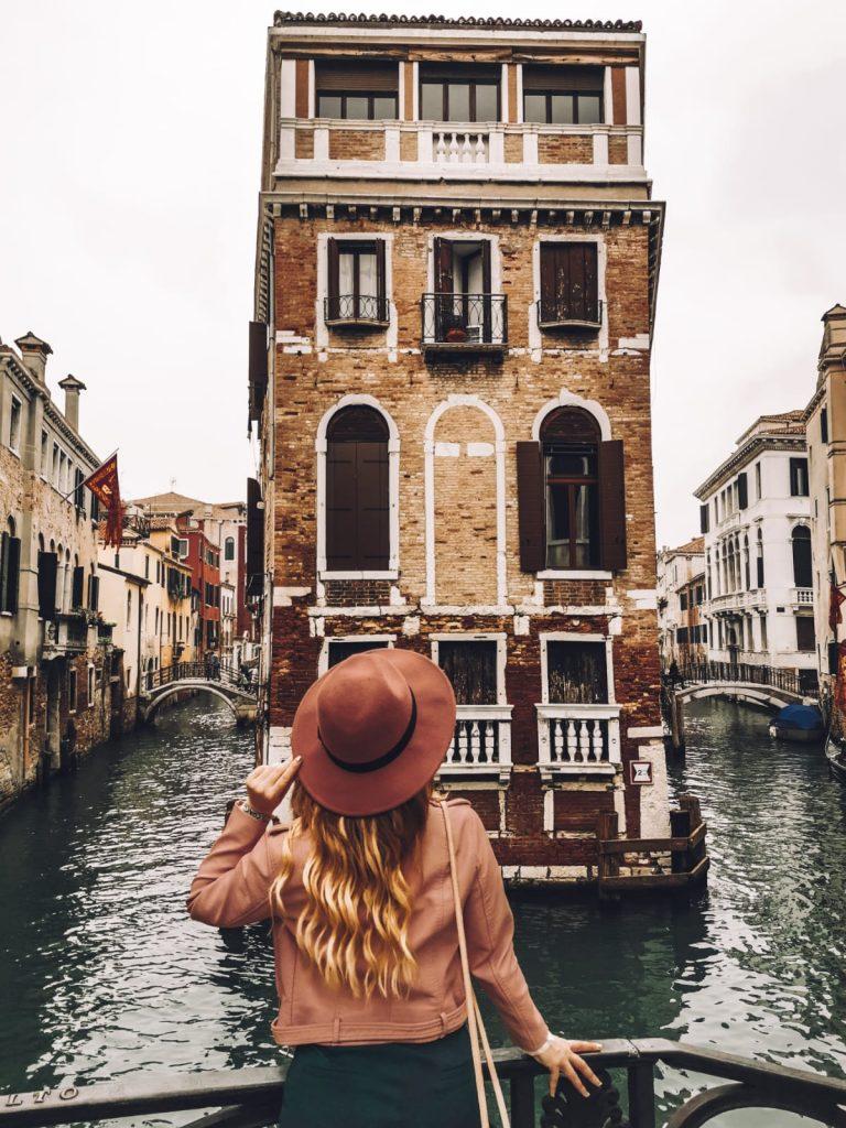 luoghi instagrammabili a Venezia-calle-bragadin-o-pinelli