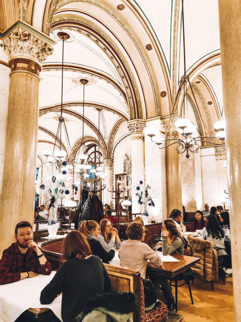 cosa fare a Vienna quando piove-cafe-central-interno