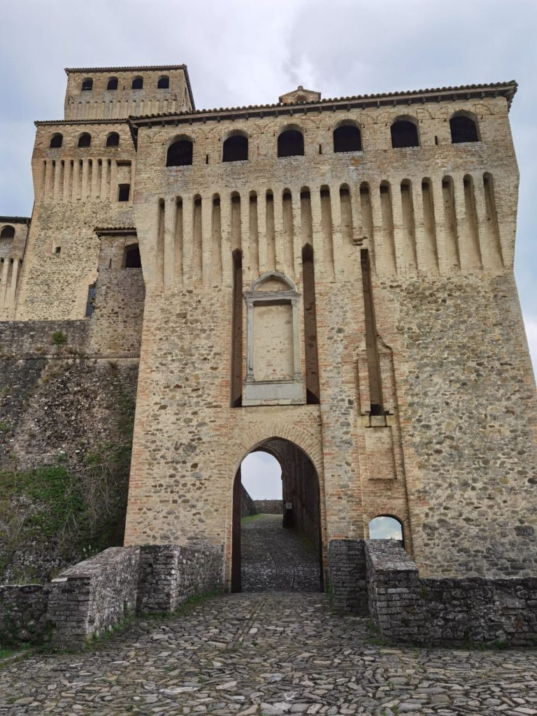visita al castello di torrechiara-ingresso