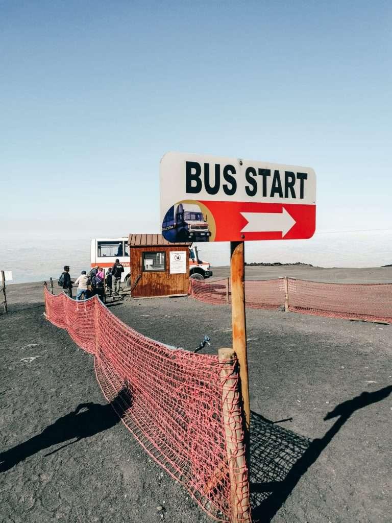 escursione ai crateri sommitali sull'Etna-bus