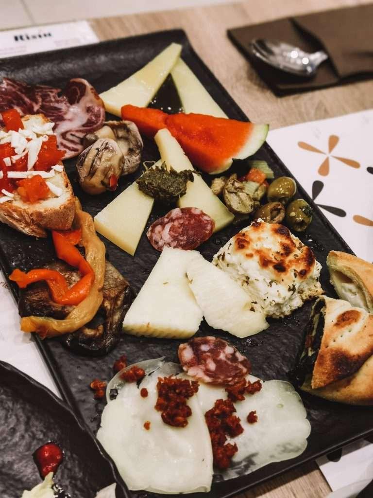 Ragusa Ibla in un giorno-mix-salumi-formaggi