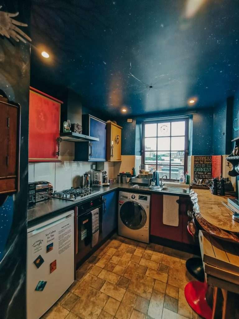 alloggio a tema Harry Potter-cucina