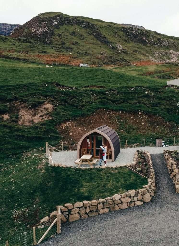 alloggi insoliti in Scozia-flodigarry-pods-drone