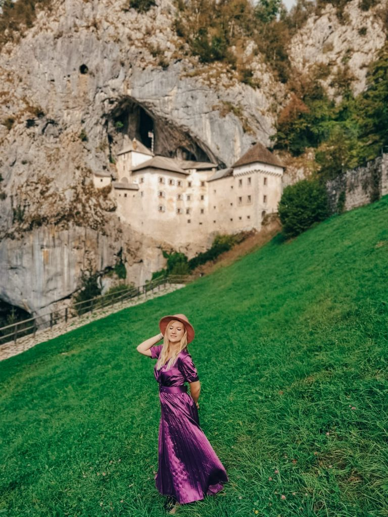 castello di Predjama-prato