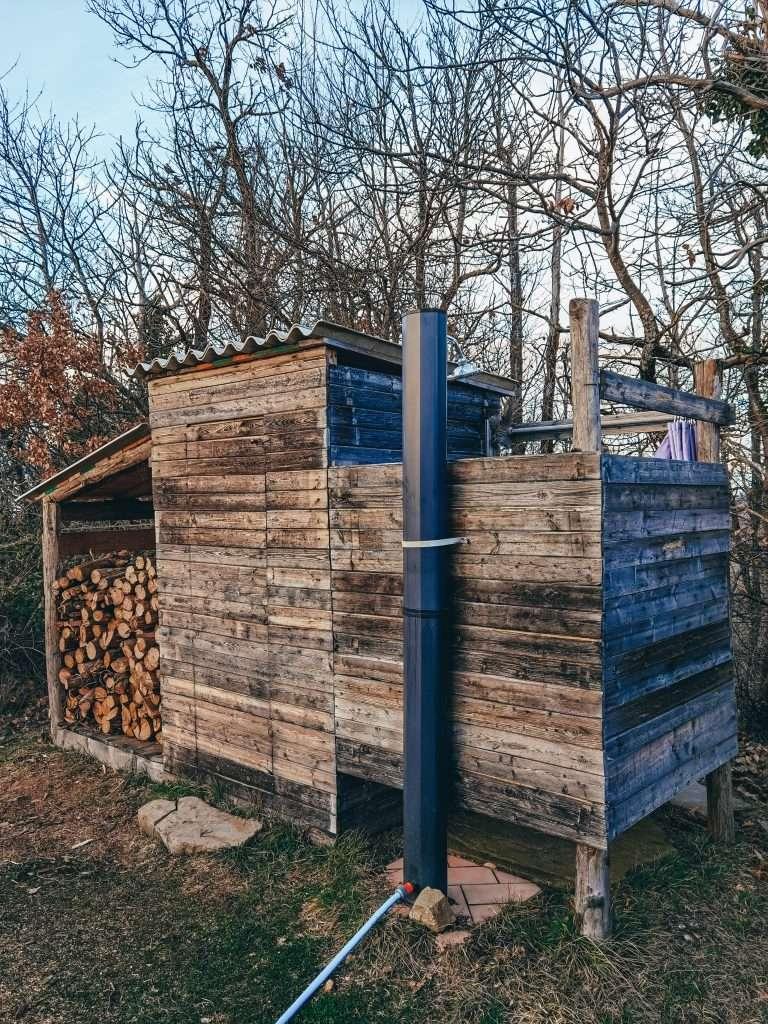 dormire in una torre medievale-bagno.compost