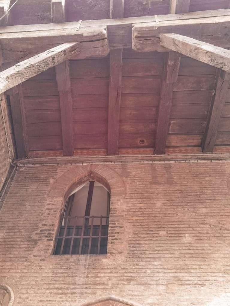 sette segreti di Bologna-frecce-corte-isolani