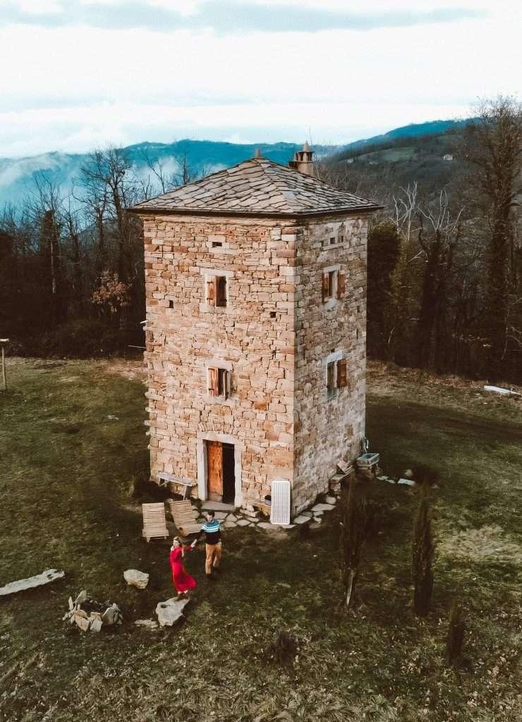 dormire in una torre medievale-tower-house