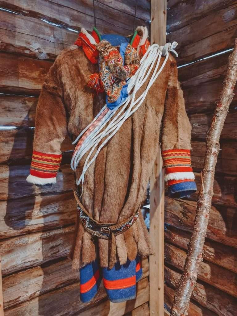 cosa fare in Lapponia svedese in inverno-villaggio-sami
