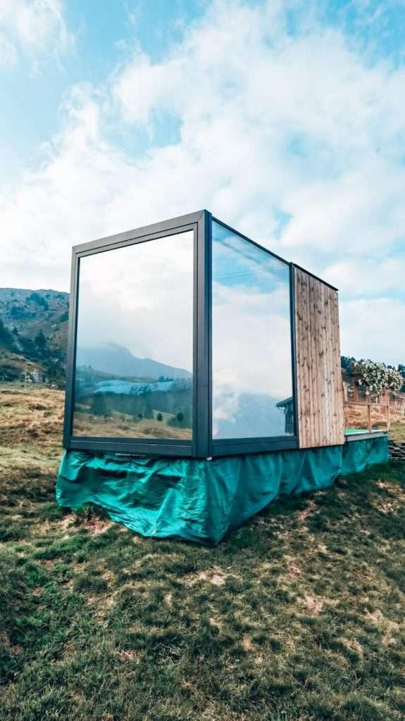 dormire in un cubo di vetro-esterno